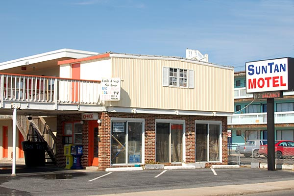 The sun is always shining at the Sun Tan Motel. - Ocean City Maryland